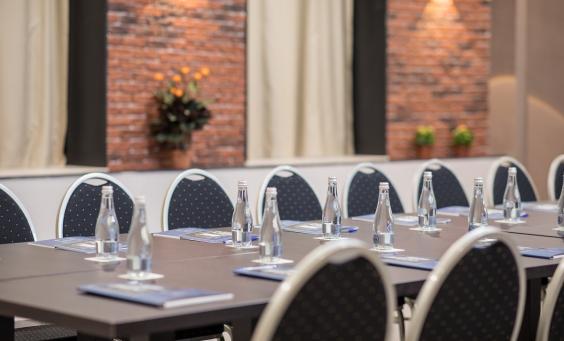 Evenimente de afaceri și conferințe